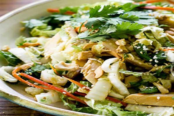 طرز تهیه سالاد مرغ و کاهو